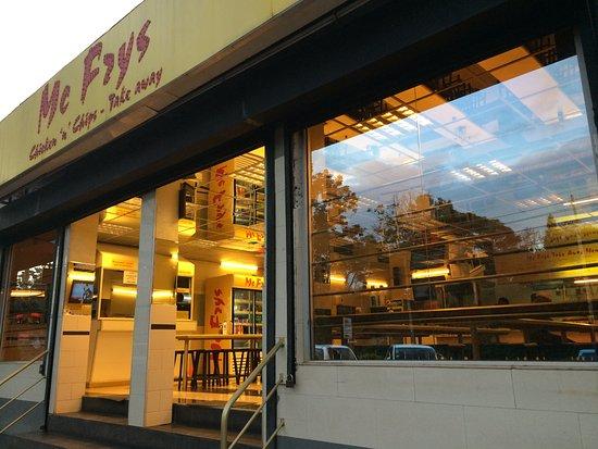 McFrys: 餐廳外面/招牌