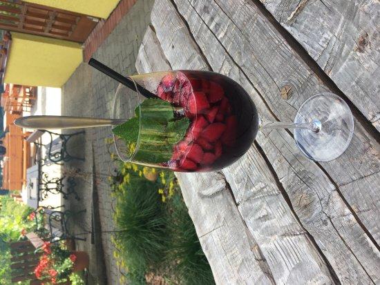 Fehring, Österreich: Erdbeerbowle im Juni :)