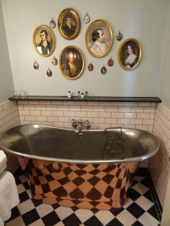 Crown Hotel: Die Badewanne