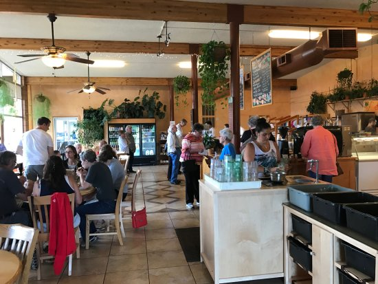 Umpqua, OR: Indoor seating and self service for water and coffee