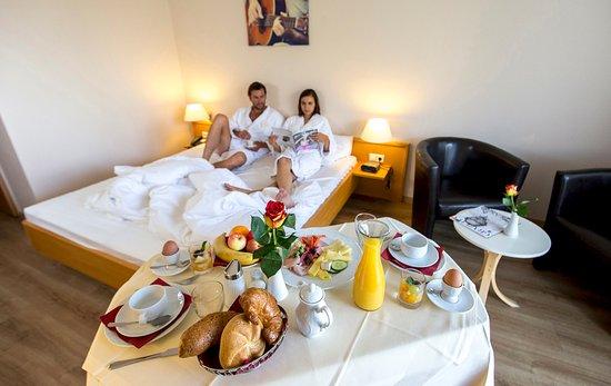 Hotel Novapark: Zimmerfrühstück auf Anfrage (mit Aufpreis)