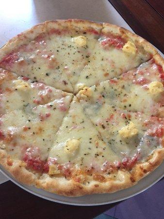 Restaurant 328: 4-cheese pizza🍕