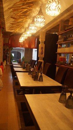 Lons-le-Saunier, França: restaurant (binnen)