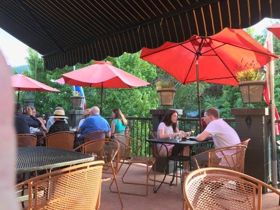 Loft Ashland: Terrace dining above the trees