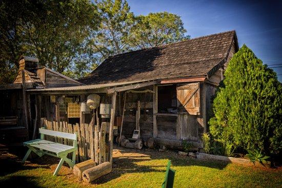 Hervey Bay Historical Village & Museum: 1898 Slab Cottage