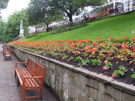 Princes Street Gardens: So neat and tidy