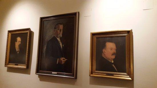 Der Steirer: Dinner room paintings