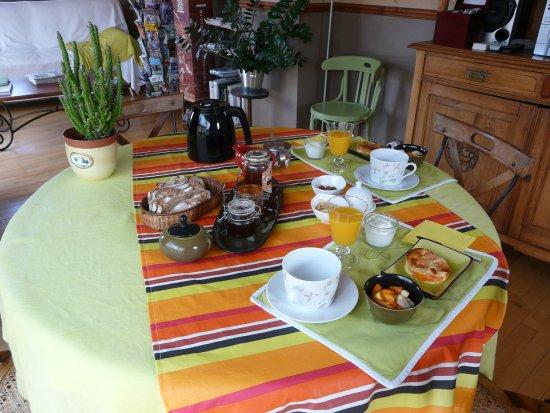 Orgnac-l'Aven, Francia: Petits-déj servis dans la salle commune