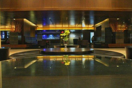 Crowne Plaza Kochi: Hotel Lobby