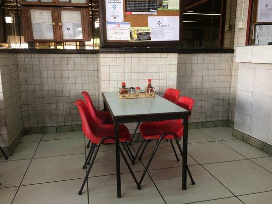 Blue Room Restaurant: 裡面座位