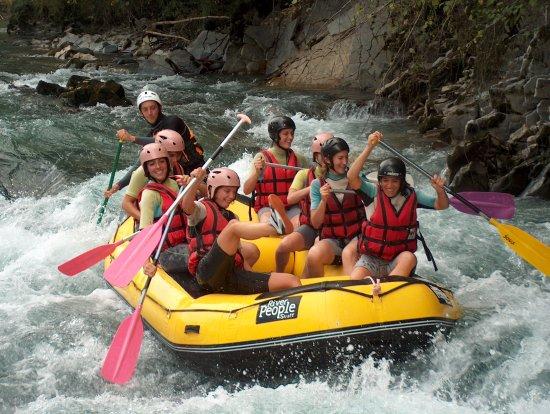 Oloron-Sainte-Marie, ฝรั่งเศส: Unissez vos efforts pour une descente en rafting !