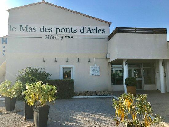 Fourques, France: Entré principale de l'Hôtel