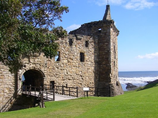 ‪St Andrews Castle‬
