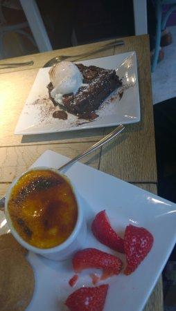 Fordingbridge, UK: Creme Brulee and Chocolate Brownie