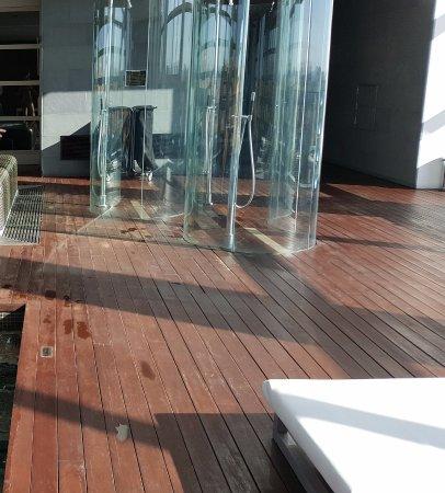 Duchas piscina: fotografía de Hotel Reina Petronila, Zaragoza ...