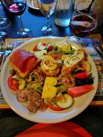 Axat, France : Mixed salad
