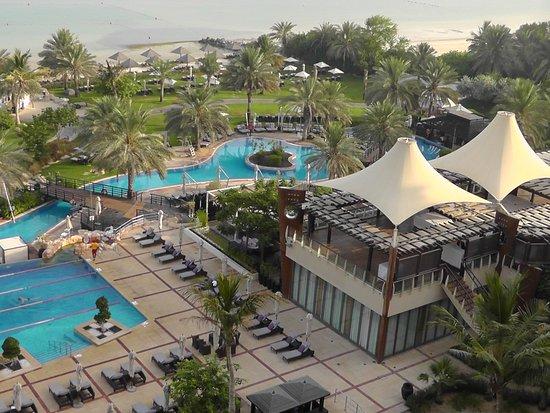 The Westin Dubai Mina Seyahi Beach Resort & Marina: Pool area from room with sea view