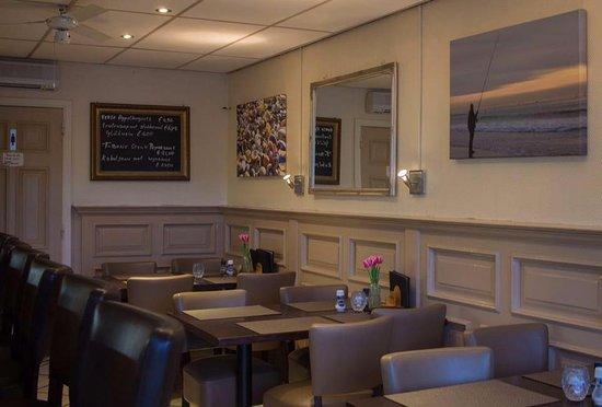 Open Keuken Bar : Vier tafels binnen bar en open keuken picture of elan cadzand