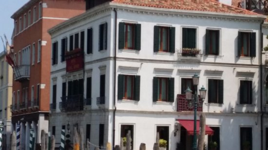 Hotel Canal Grande: We had top floor room on this corner