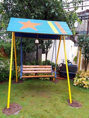 Sunny's Retreat: Swing in the Garden Area
