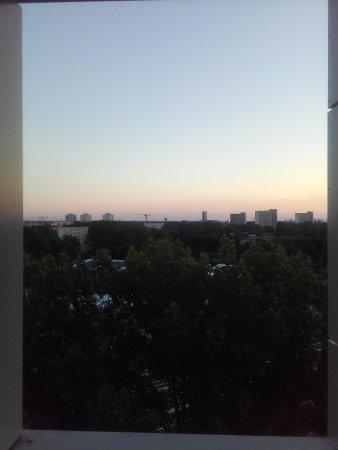 ABACUS Tierpark Hotel: Blick aus dem grossen Fenster im Badezimmer