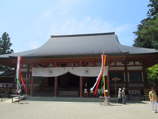 Motsu-ji Temple: 本堂の正面