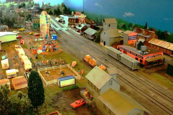 Brunswick, MD: Scenes Along The Layout