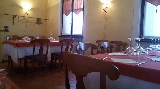 Santa Vittoria d'Alba, Italia: interno