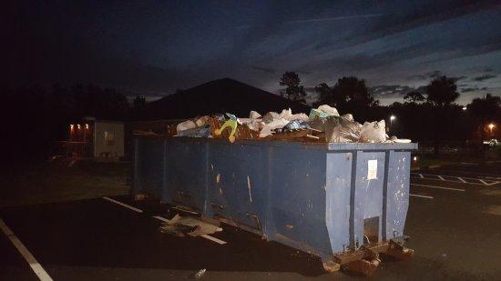 Pecan Park RV Resort: Watch the sun rise over Mt Trash more at Pecan Park Rv Jacksonville