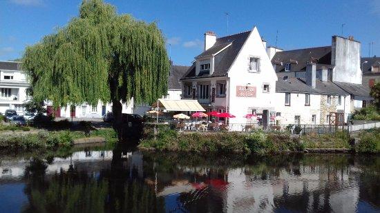 Pontivy, France : Ouvert de 12h00 à 13h00 et de 19h00 à 21h00 ? Fermé lundi et mardi.