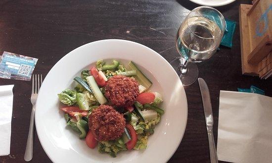 Bexley, UK: Fish Cakes Salad