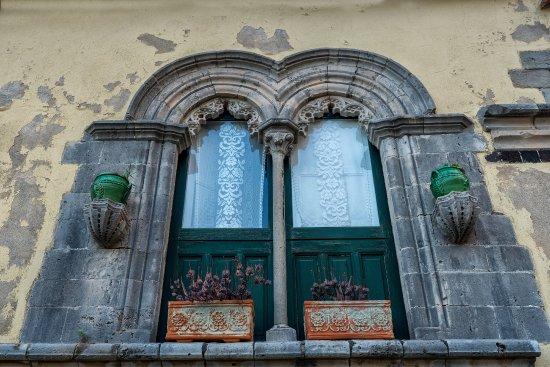Savoca, Italia: Finestra bifora del 400 sita nel centro storico