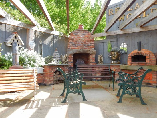 Little Budworth, UK: Soak up the sun and indulge in a savoury slice from our very own pizza oven!