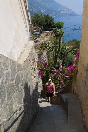 Positano Art Hotel Pasitea: walk down to the beach