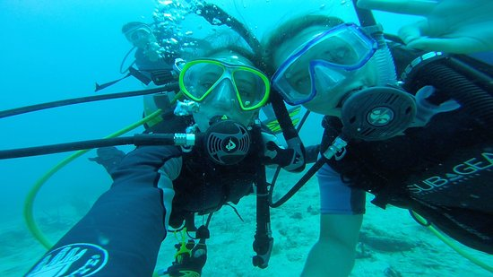 St. Kitts and Nevis: Dive buddies at Nag's Head.