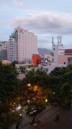 Hoa Lam: Вид из номера 401 ( это 5й этаж , номер Delux )