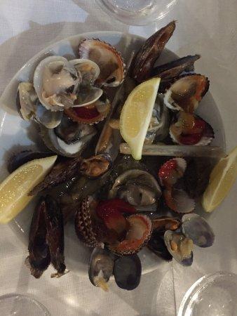Molfetta, Italy: Frutti di mare crudi