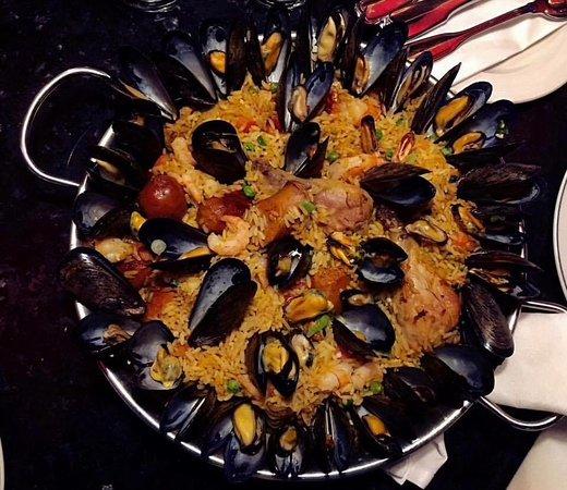 Restaurant Pub Le D'Orsay : Une Paëlla traditionnelle qui fait l'unanimité auprès des clientèles de tous les pays
