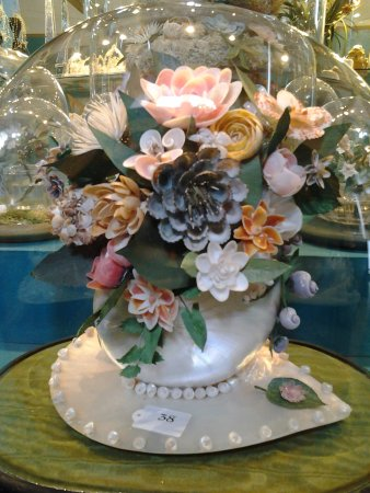 Sheringham, UK: Bouquet all from seashells