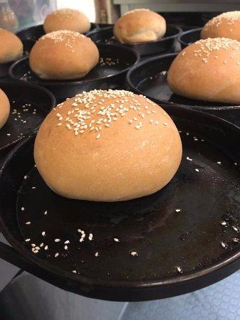 Gastronomia La Vongola: preparazione panini per fishburger