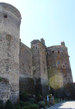 Haute-Loire, France : Au pied du Château.