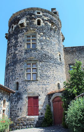 Haute-Loire, France : Le Château, côté entrée privée.