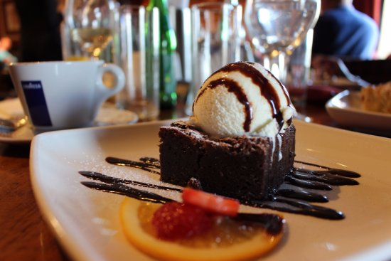 Cloghran, أيرلندا: Our famous Chocolate brownie