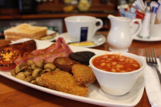 Cloghran, أيرلندا: Full Irish breakfast at Kealy's 