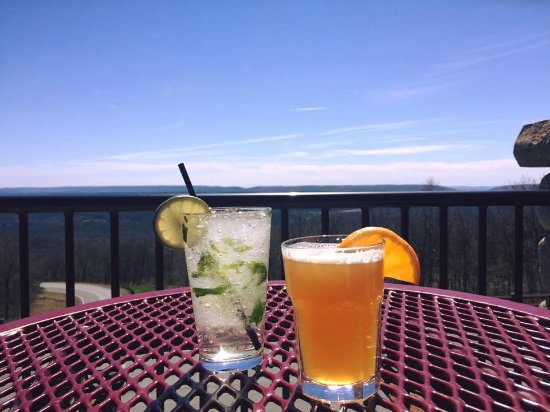Roadies Restaurant and Bar: Refreshing drinks on a beautiful summer day!
