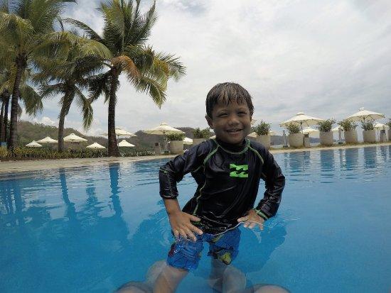 Nasugbu, ฟิลิปปินส์: PJ enjoying the pool.