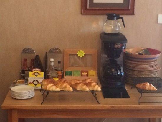 باين لودج - جيست هاوس: Breakfast bar