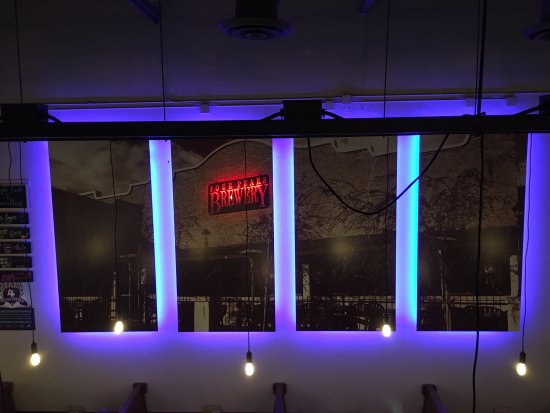 Four Peaks Grill & Tap: great lighting