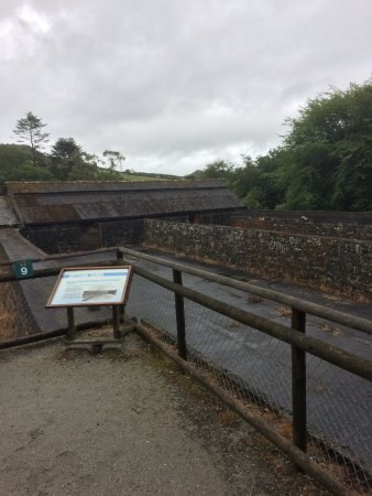 St Austell, UK: Settling pools, exhibits and cafe.
