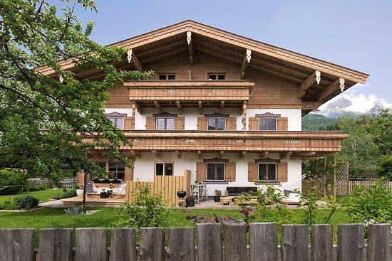 Зальфельден-ам-Штайнернен-Мер, Австрия: Außenaufnahme BEWEGTE BERGE - Appartementhaus